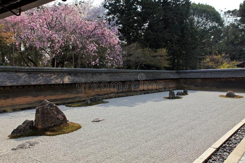 Jardín japonés, templo de Ryoan-ji fotografía de archivo