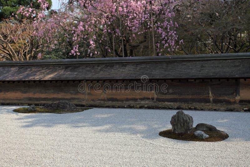 Jardín japonés, templo de Ryoan-ji fotos de archivo libres de regalías
