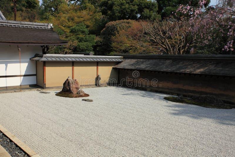 Jardín japonés, templo de Ryoan-ji imagen de archivo