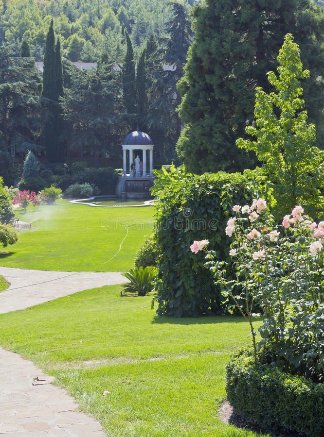 Jardín magnífico del paisaje Parque del paraíso fotos de archivo