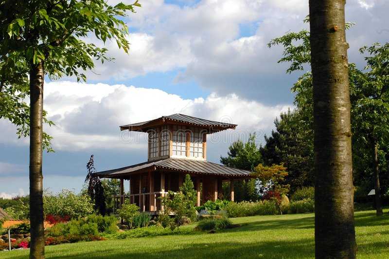 Download Jardín oriental. imagen de archivo. Imagen de verano, nubes - 178217