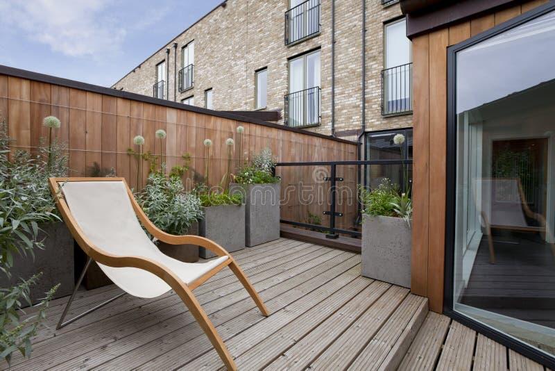 Jardín urbano del balcón imágenes de archivo libres de regalías
