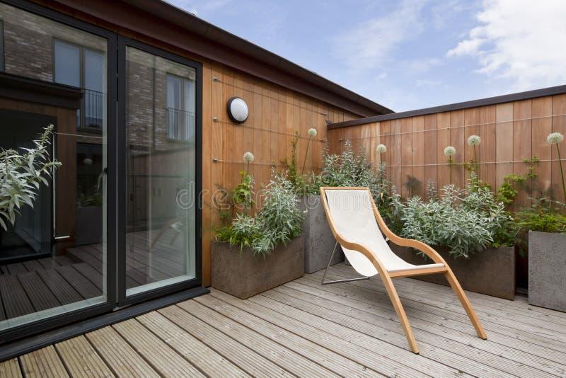 Jardín urbano del balcón foto de archivo libre de regalías