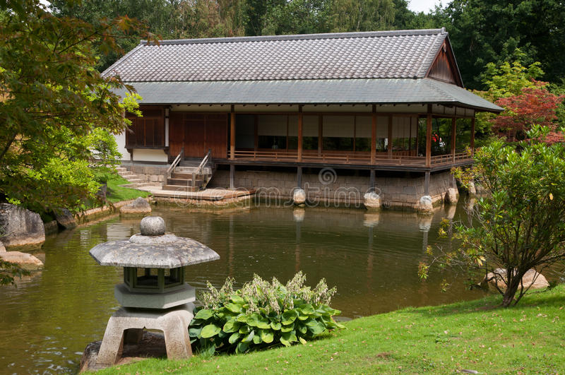 Jardín y casa japoneses del ceremonial imagenes de archivo
