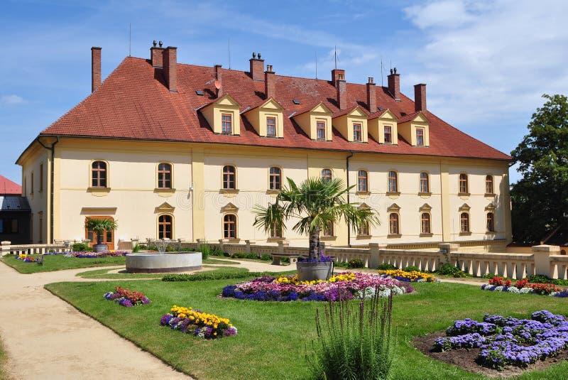 Jardín y castillo Lipnik nad Becvou foto de archivo
