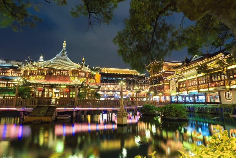 Jardín yuyuan de Shangai en la noche foto de archivo libre de regalías
