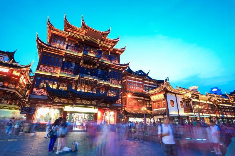 Jardín yuyuan de Shangai en la oscuridad imagen de archivo libre de regalías