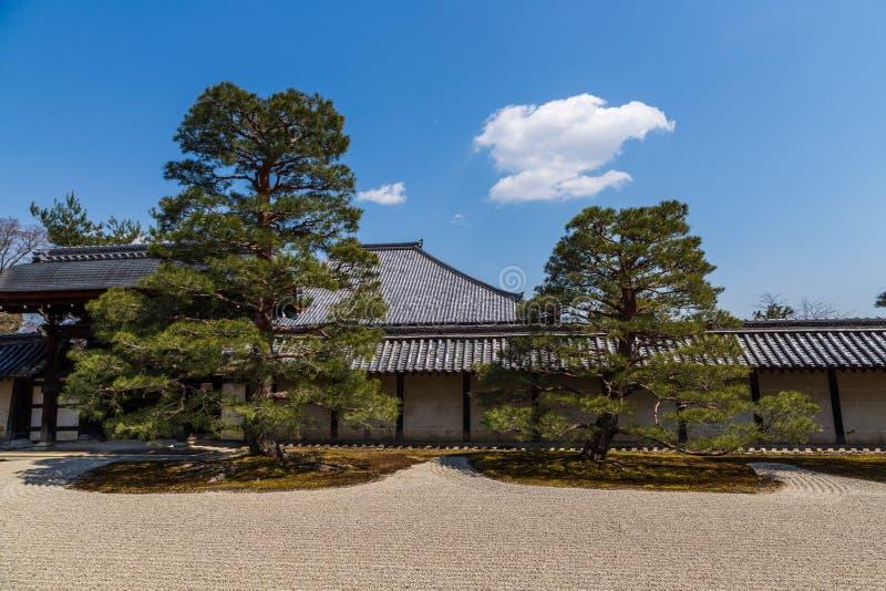 Jard?n del zen en el templo de Tenryuji en Arashiyama, Kyoto, Jap?n fotos de archivo