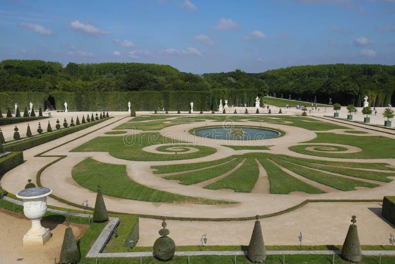 Jard?n hermoso en un palacio famoso Versalles El palacio Versalles era un castillo real Par?s, Francia foto de archivo