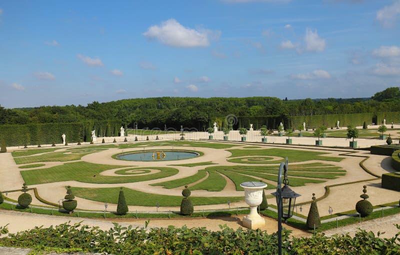 Jard?n hermoso en un palacio famoso Versalles El palacio Versalles era un castillo real Par?s, Francia foto de archivo libre de regalías