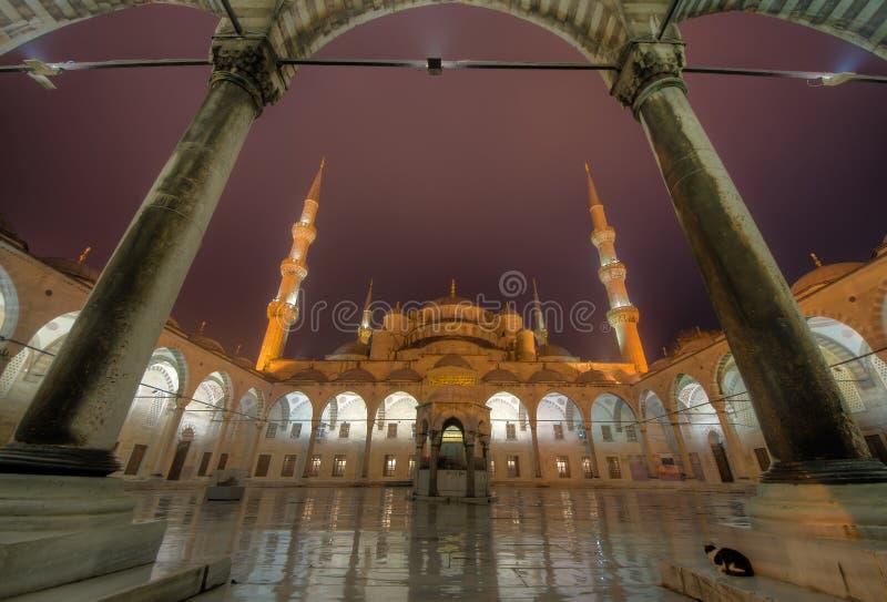 A jarda azul da mesquita imagens de stock royalty free
