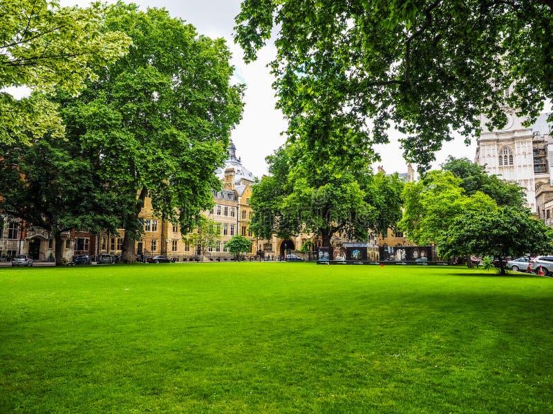 Jarda de Westminster Abbey Dean em Londres, hdr fotografia de stock royalty free