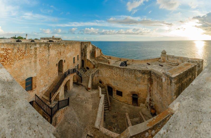 Jarda do forte do roca de San Pedro de La e paredes internas, opinião do por do sol, San imagem de stock royalty free