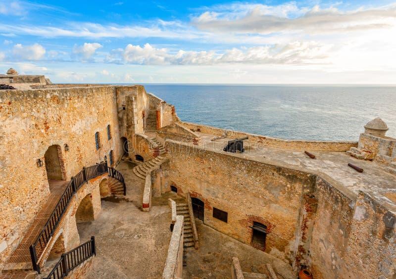 Jarda do forte do roca de San Pedro de La e paredes internas, opinião do por do sol, San imagens de stock