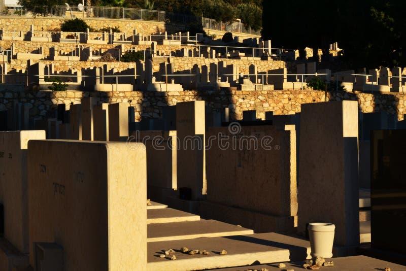 Jarda grave, cemetry judaico na cidade de Haifa, baixa, Israel foto de stock