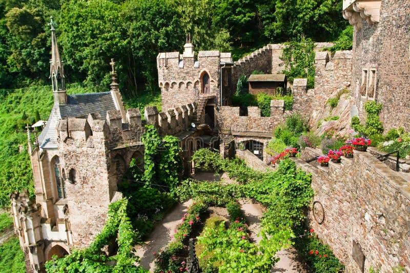 Download Jarda Interna Do Castelo Velho Foto de Stock - Imagem de corte, exterior: 12804674