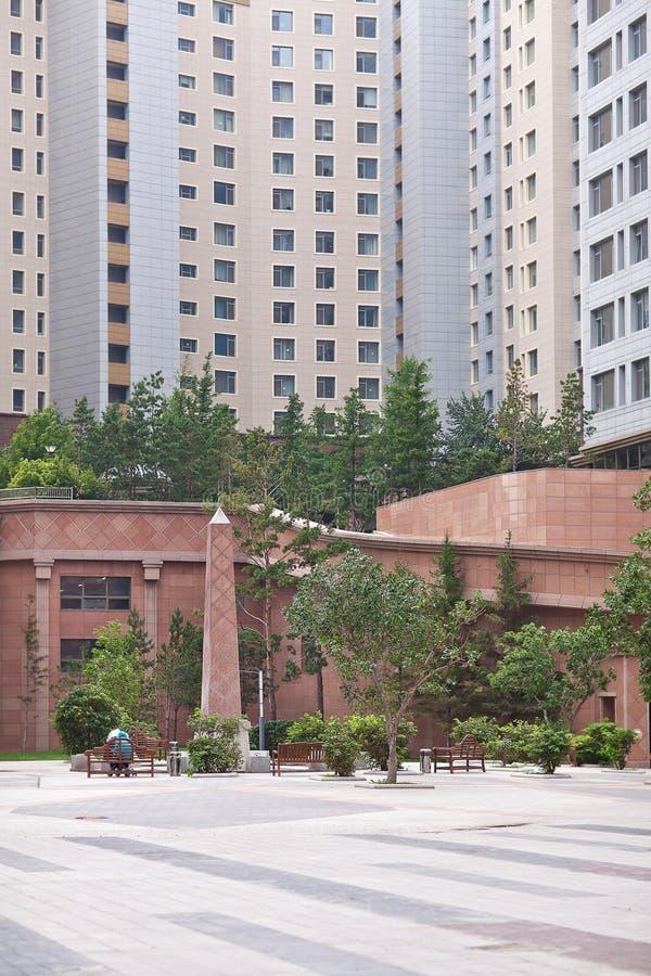 Jarda luxuosa do complexo de apartamentos no Astana, Cazaquistão foto de stock royalty free