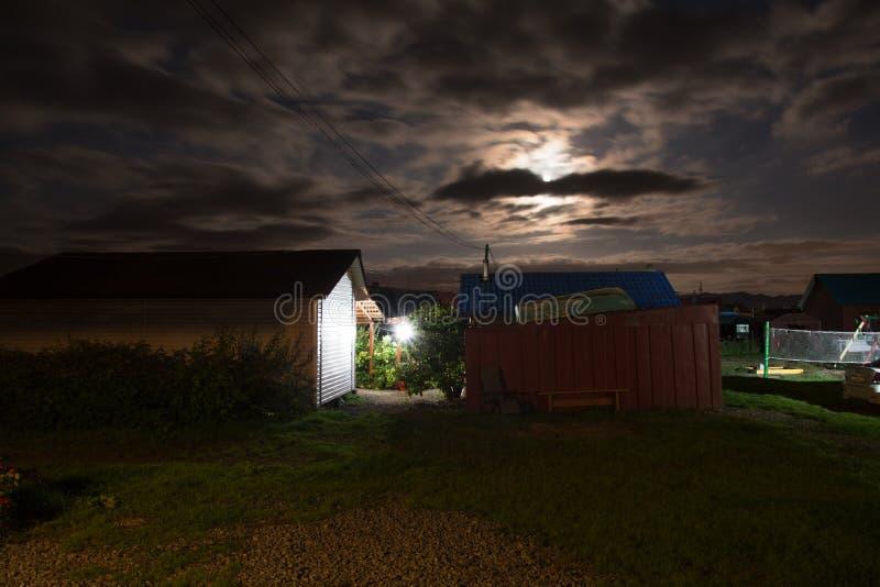 Jarda rural na noite imagens de stock royalty free