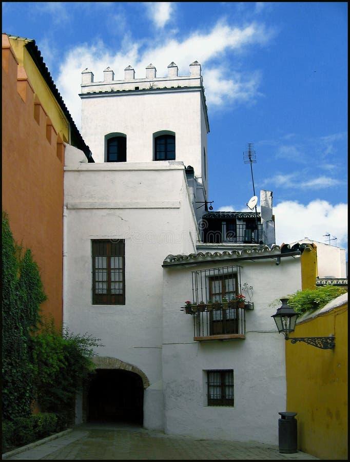 Download Jarda velha em Sevilha foto de stock. Imagem de nuvens - 535586