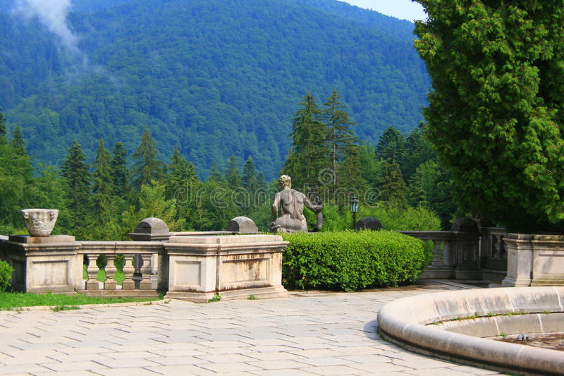 Download Jardim foto de stock. Imagem de antigo, cityscape, carpathian - 10055550