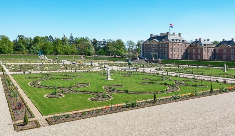 Jardim barroco holandês de Loo Palace em Apeldoorn fotos de stock royalty free