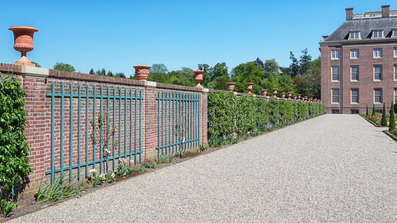 Jardim barroco holandês de Loo Palace em Apeldoorn imagem de stock royalty free