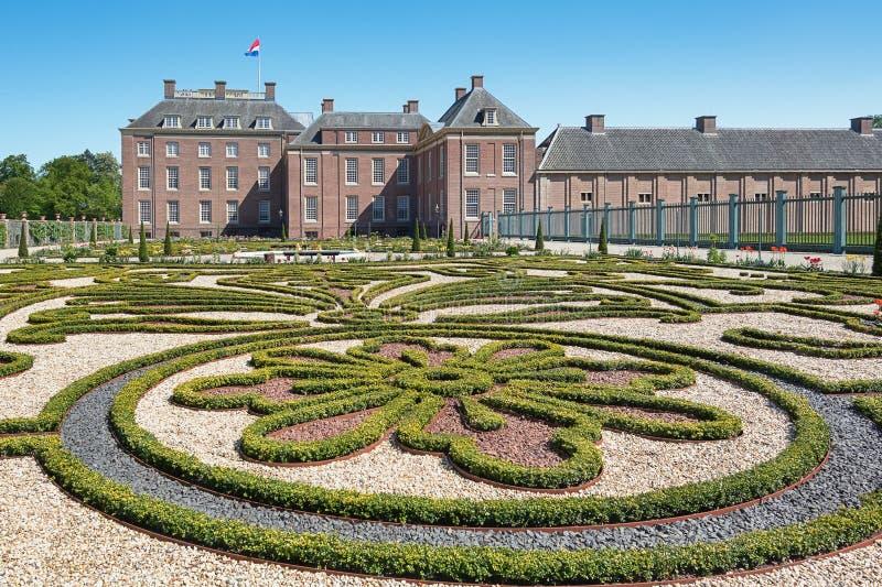 Jardim barroco holandês de Loo Palace em Apeldoorn foto de stock