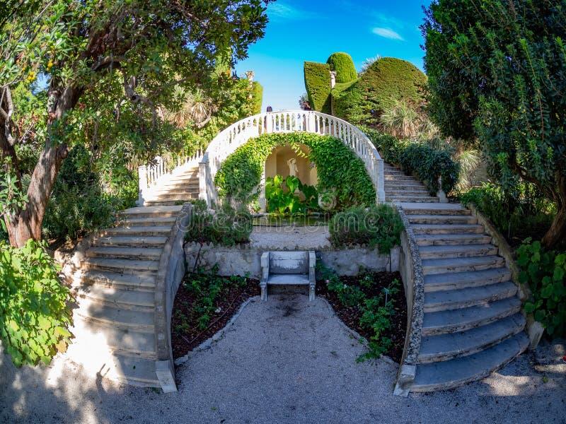 Jardim bonito da casa de campo de Rothschild em agradável imagem de stock