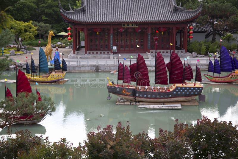 Jardim - chinês com barcos foto de stock royalty free