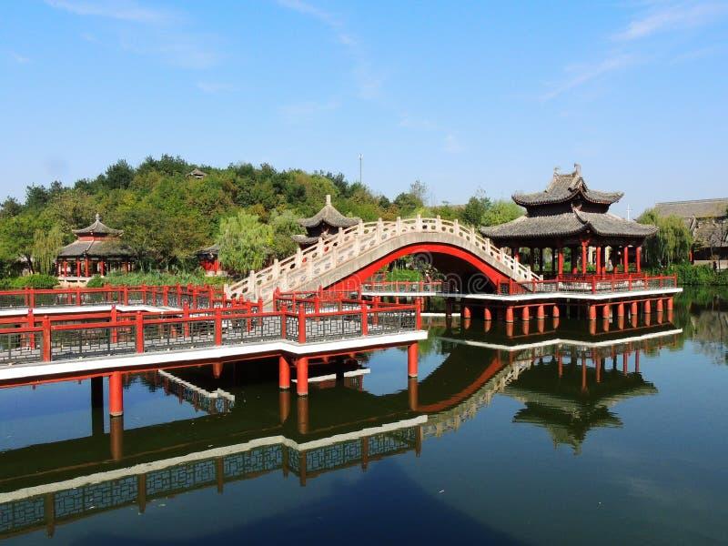 Jardim chinês em estúdios do mundo de Hengdian fotos de stock