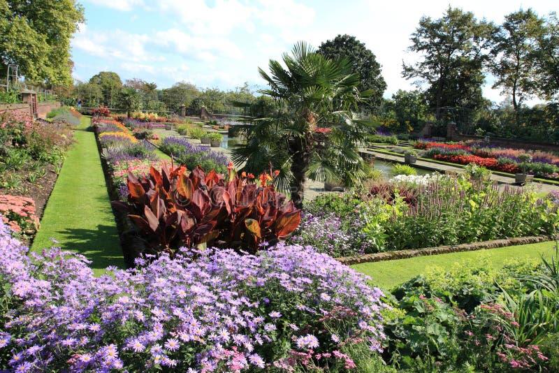 Jardim colorido do palácio de Kensington imagens de stock
