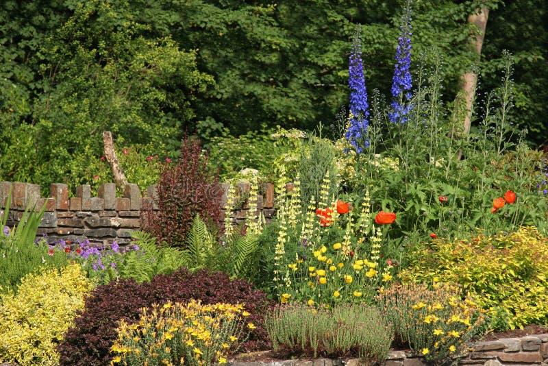 Jardim da casa de campo imagem de stock royalty free