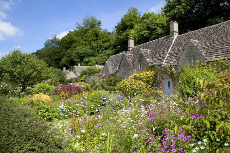 Jardim da casa de campo em Bibury fotografia de stock royalty free
