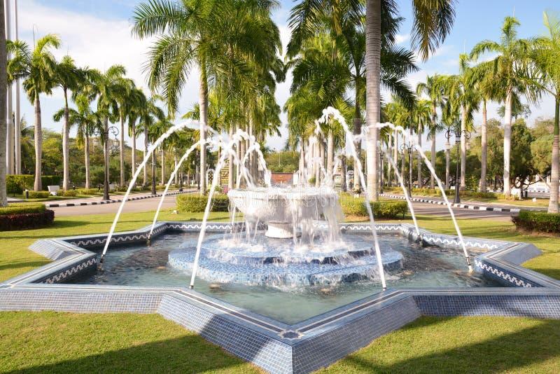 Jardim da mesquita, Brunei Darussalam foto de stock royalty free