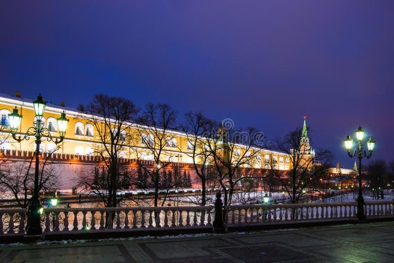 Jardim de Alexander de Moscovo Kremlin no inverno imagem de stock