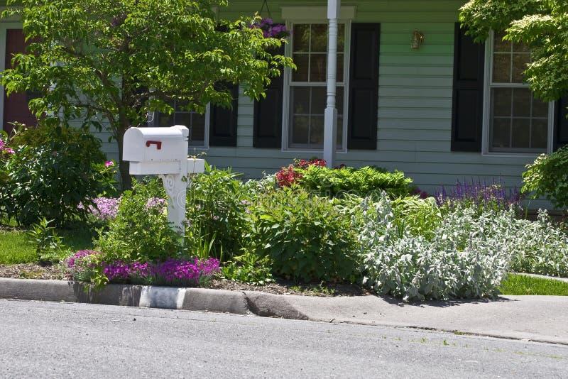 Jardim de flor residencial fotografia de stock