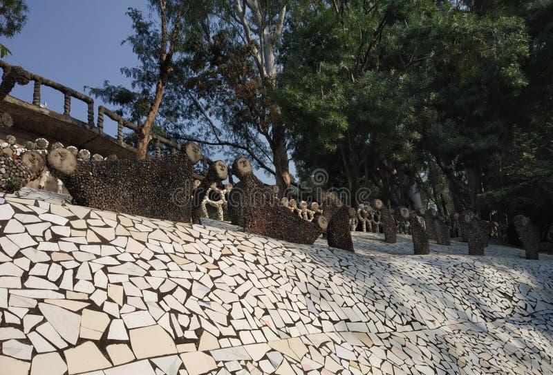 Jardim de rocha, museu da boneca, Chandigarh, Índia fotografia de stock