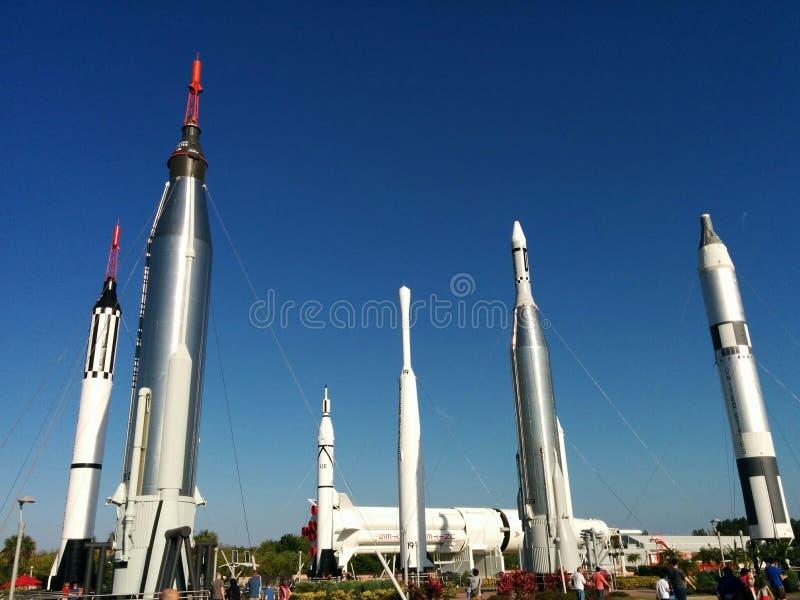 Jardim de Rocket no Centro Espacial Kennedy foto de stock royalty free