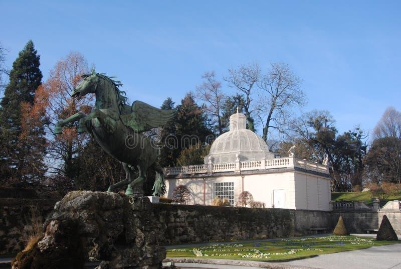 Jardim de Salzburg Salisburg Salisburgo com estátua foto de stock royalty free