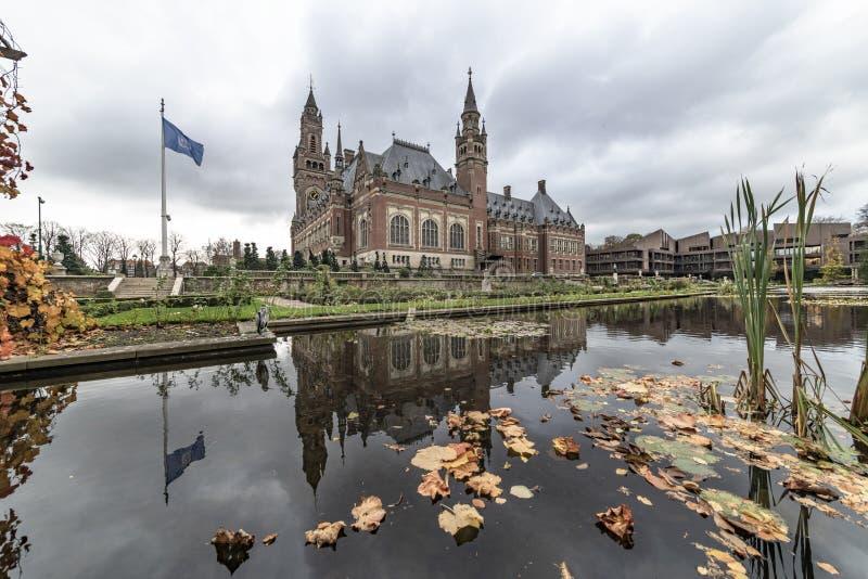 Jardim do palácio da paz no outono fotografia de stock royalty free