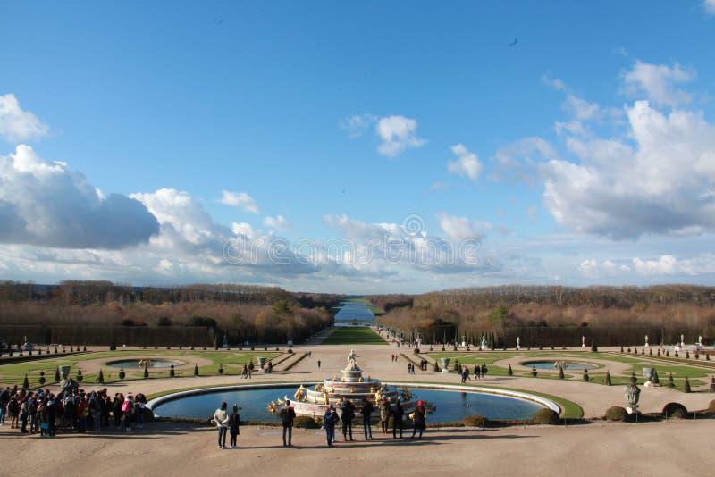 Jardim do palácio de Versalhes, no inverno fotos de stock