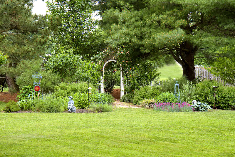 Jardim do quintal fotos de stock royalty free
