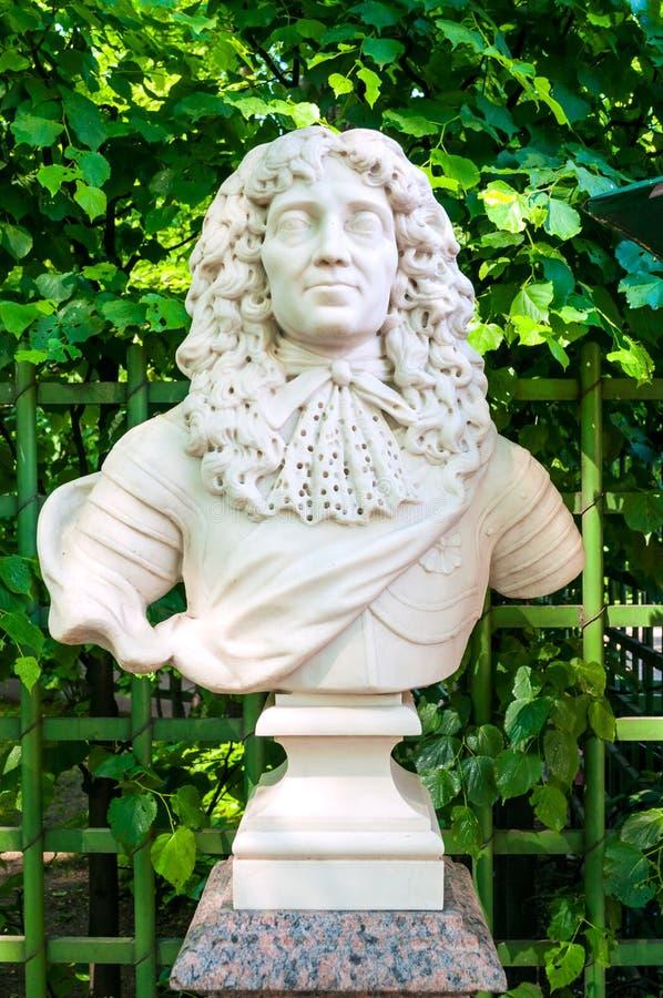 Jardim do verão, St Petersburg, Rússia A escultura da escultura de Frederick I, eleitor de Branburg, rei de Prússia fotos de stock