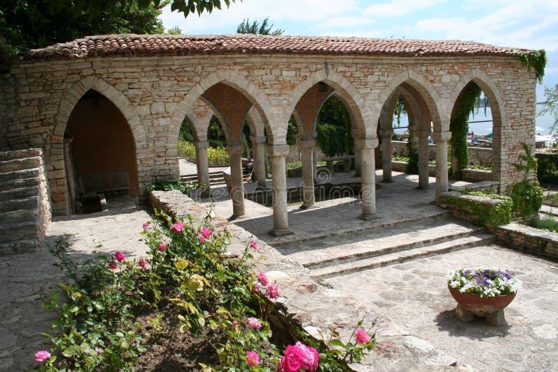 Jardim em Balchik, Bulgária do mar imagens de stock royalty free