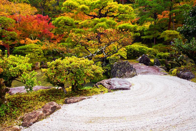 Jardim em Gingakuji Tempel em Kyoto imagem de stock royalty free