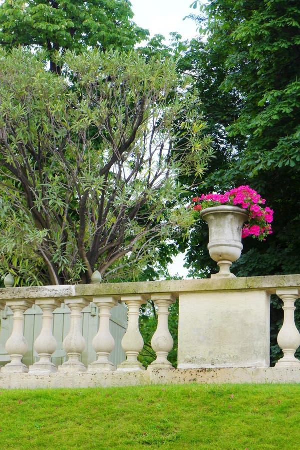 Jardim francês do estilo, Jardin du Luxemburgo fotografia de stock