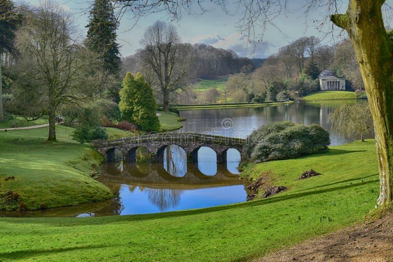 Jardim inglês da casa de campo em Stourhead fotografia de stock royalty free