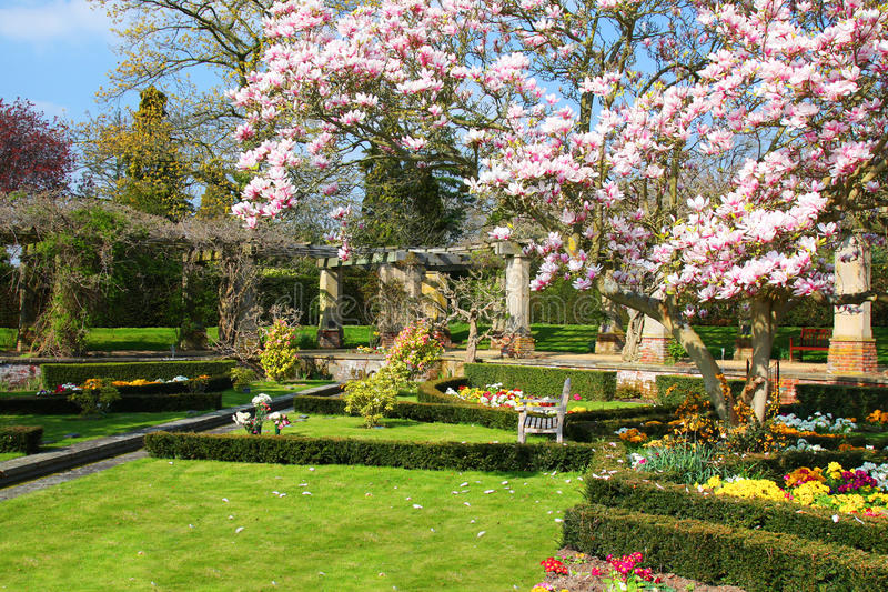 Jardim inglês na mola imagens de stock royalty free