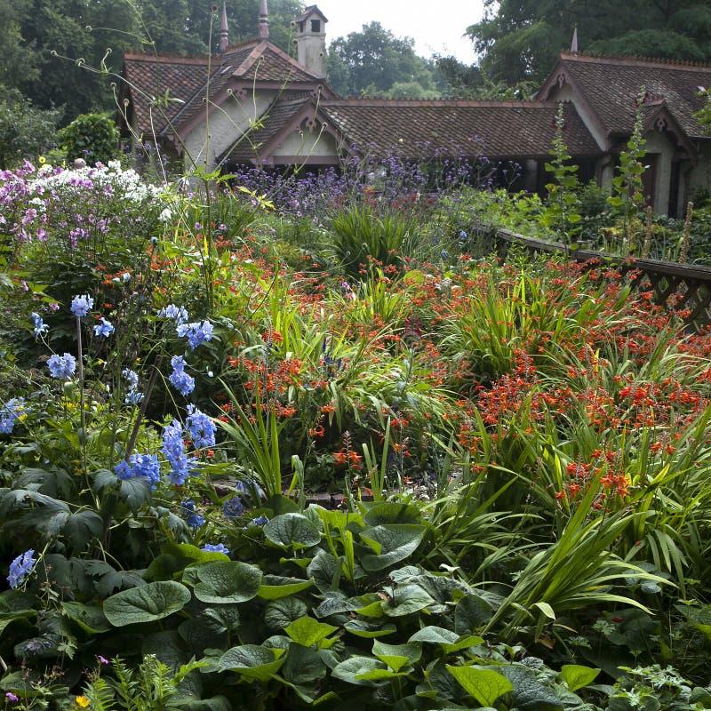 Jardim inglês típico foto de stock royalty free