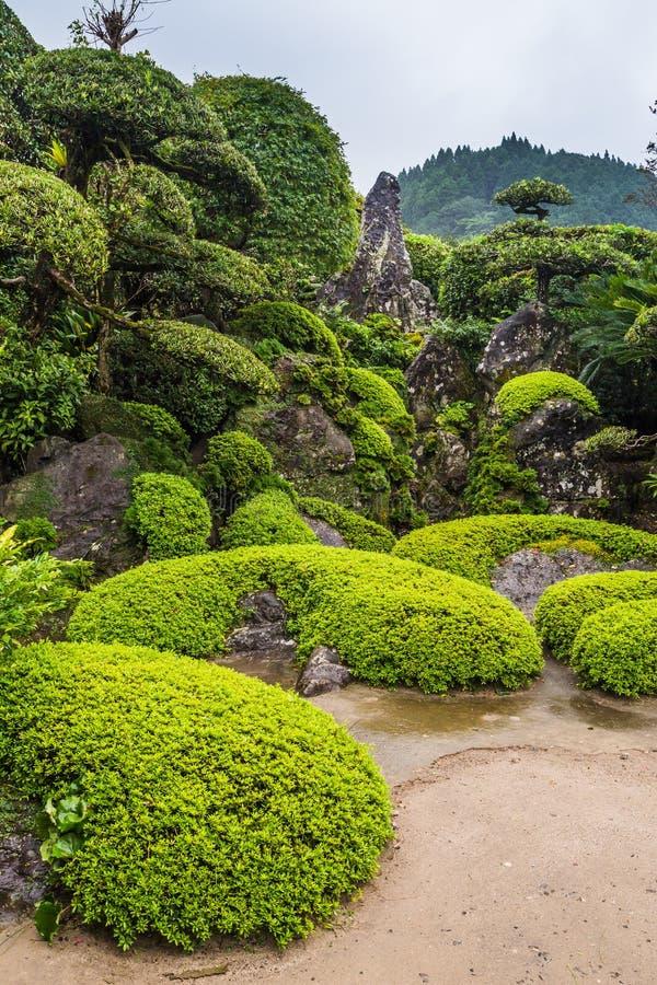 Jardim japonês bonito no distrito do samurai de Chiran em Kagoshima, Japão foto de stock